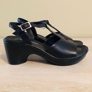 f12165404e8f Naturalizer Leather T-Strap Wedge Sandals 5 EUC